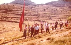 La bandera de Vistabella a Sant Joan de la provessó. Maig c.1981